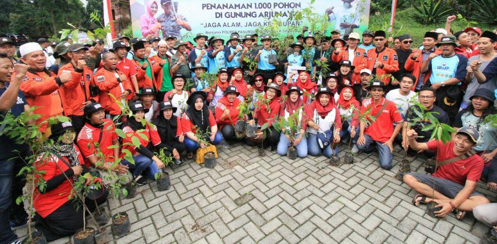 Ratusan orang yang ikut dalam penanaman pohon di Gunung Arjuno-Welirang Blok Ringgit