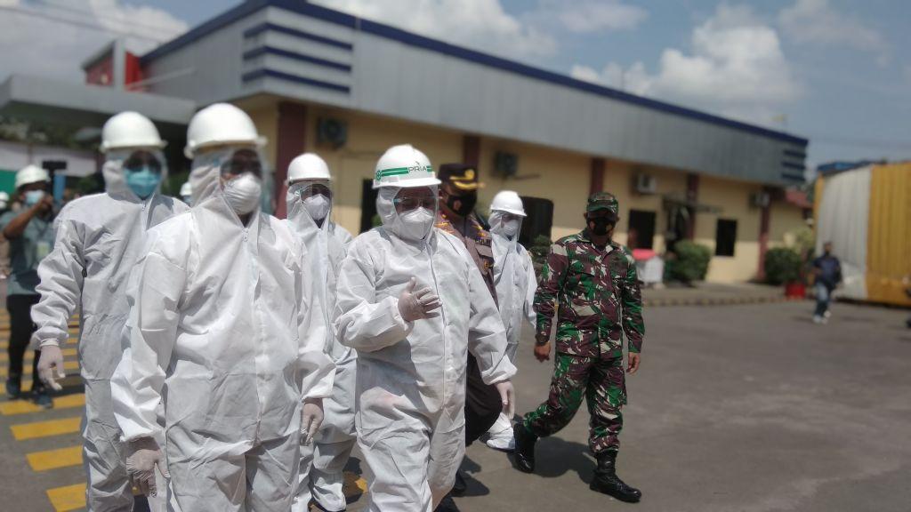 Kunjungan kerja Menko PMK Muhadjir Effendy ke PT PRIA, pabrik pengolahan limbah medis di Mojokerto