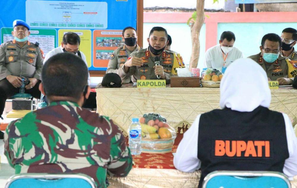 Kapolda Jatim Irjen Pol Mohammad Fadil Imran di Kampung Tangguh Semeru Desa Campurejo, Kecamatan Bojonegoro, Kabupaten Bojonegoro