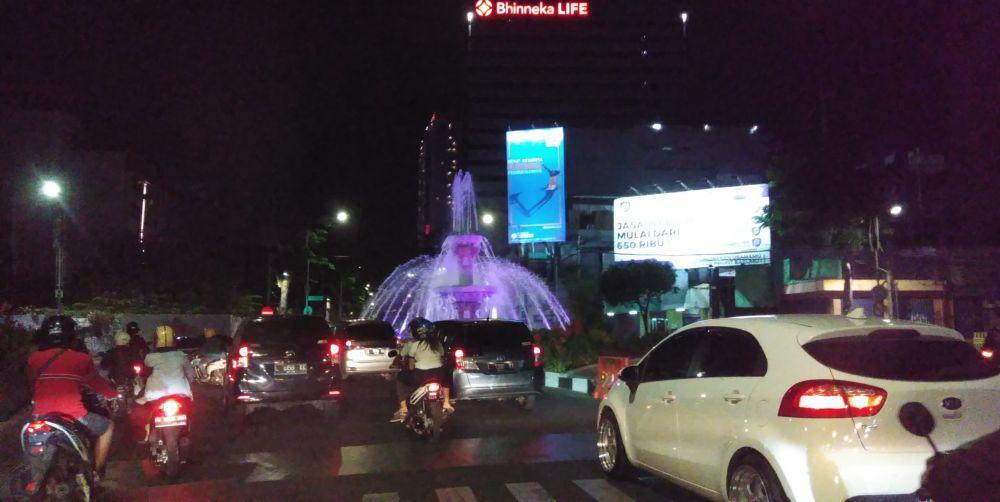Suasana di Jalan Gubernur Suryo