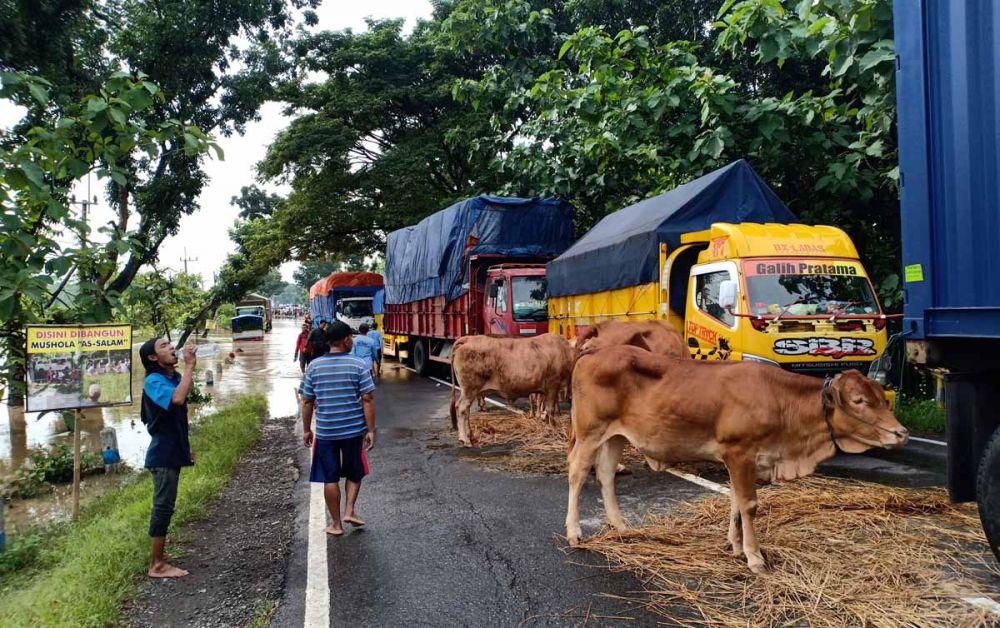 Jalur Madiun-Ngawi terputus akibat banjir