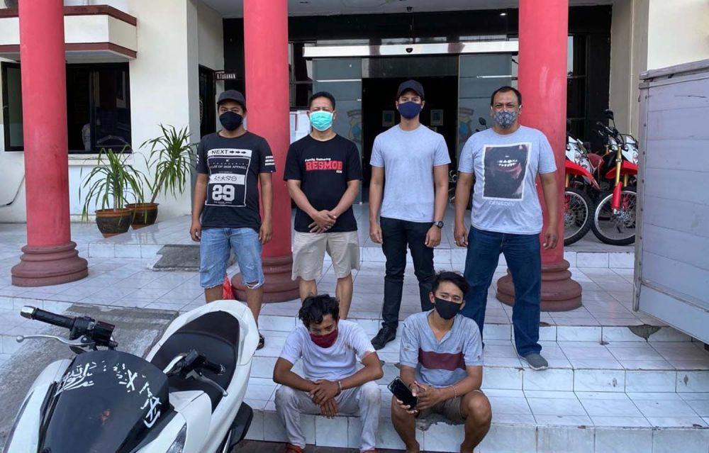 Dua jambret yang nyaris dkepruk paving diamankan Unit Resmob Satreskrim Polrestabes Surabaya
