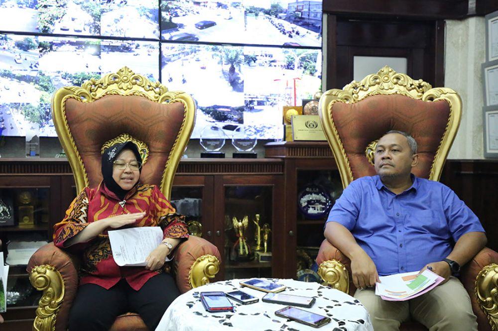 Wali Kota Risma di ruang kerjanya