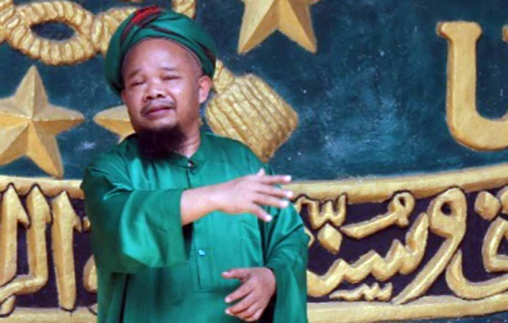 Pimpinan Ponpes Hidayatul Mubtadi'in, KH. Lukman Hidayat