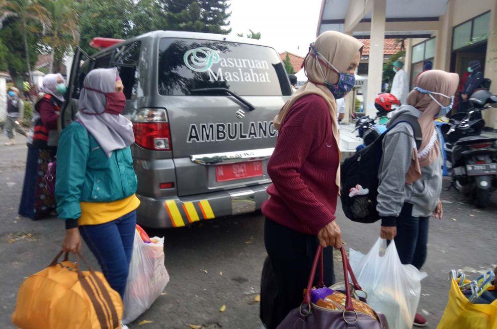 Pasien positif Covid-19 di Kabupaten Pasuruan yang dinyatakan sembuh pulang ke rumah masing-masing