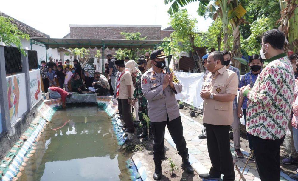 Warga Kampung Tangguh Semeru di Kota Probolinggo sulap selokan kotor jadi kolam ikan nila