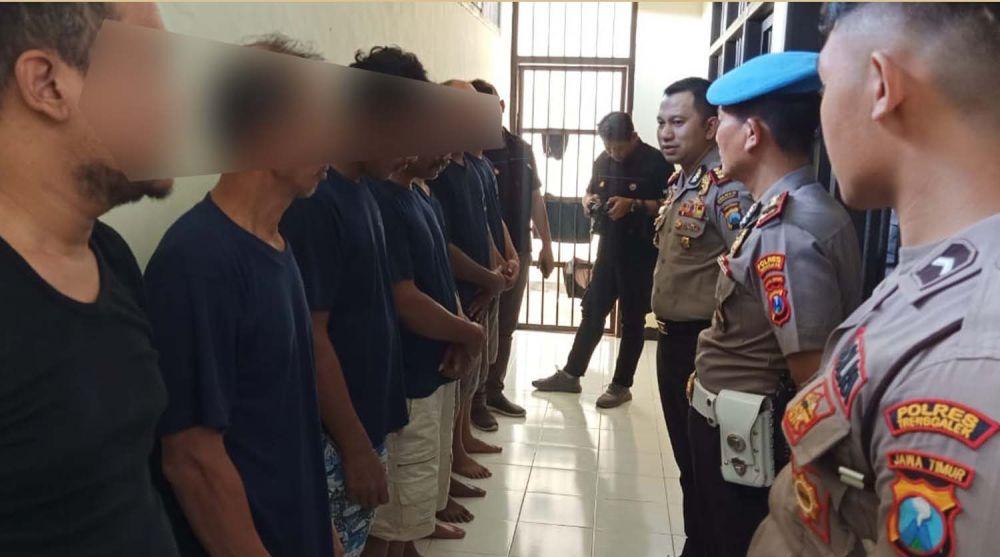 Kapolres Trenggalek AKBP Jean Calvijn Simanjuntak memberikan pengarahan kepada para penghuni sel tahanan