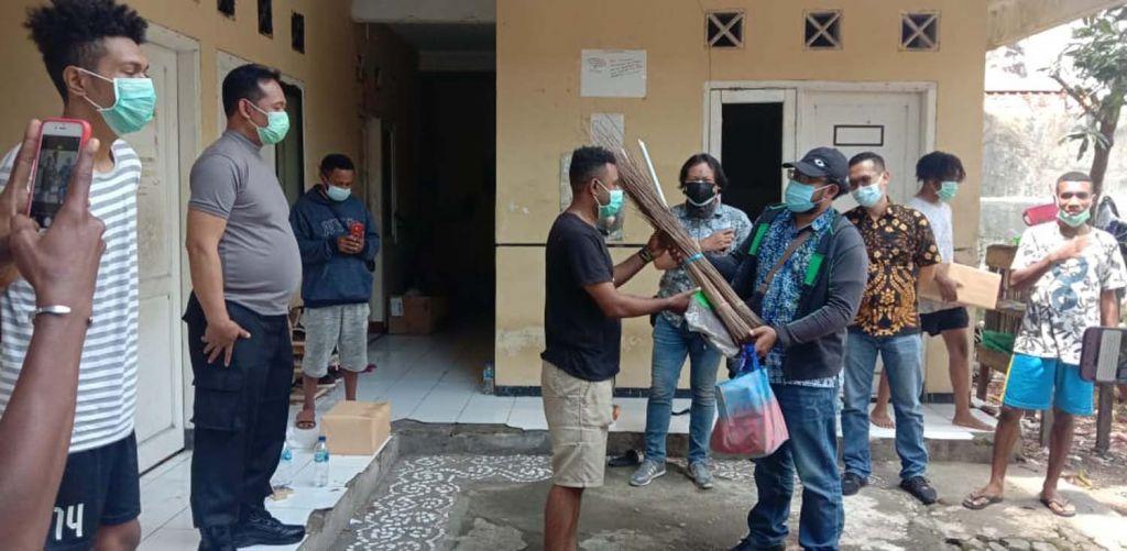 Keharmonisan polisi dan mahasiswa Papua di Surabaya