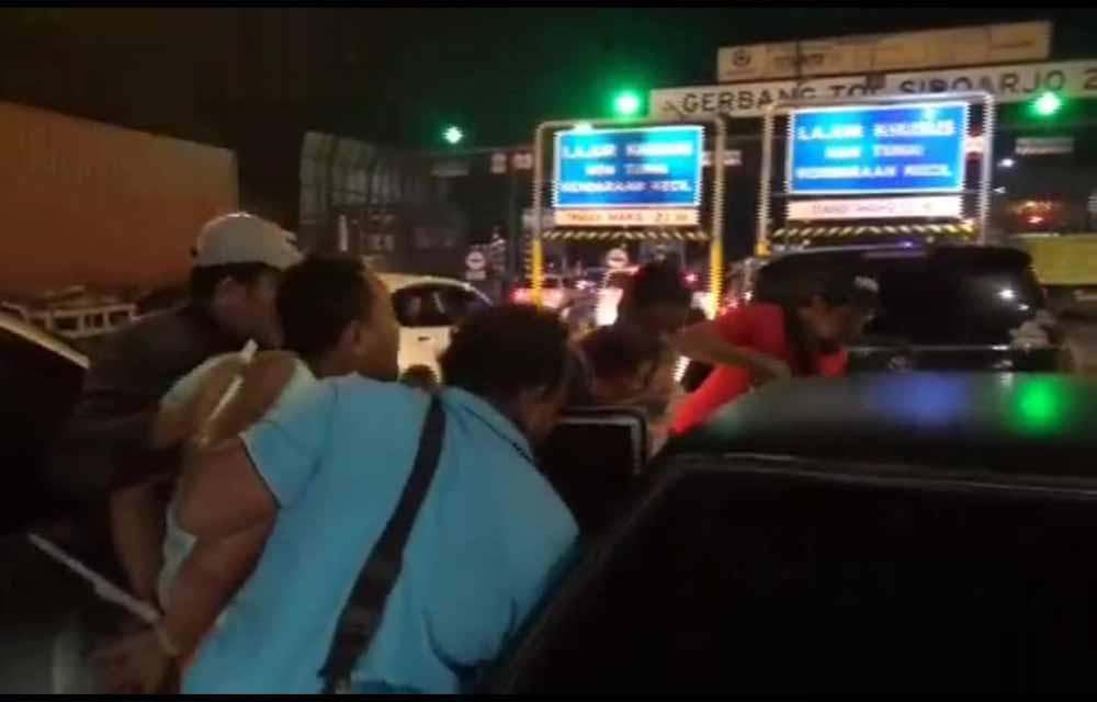 Detik-detik penyergapan sindikat narkoba di pintu Tol Sidoarjo