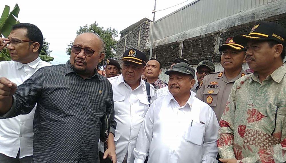 Komisi IV DPR RI saat sidak ke penampungan sampah impor di Mojokerto