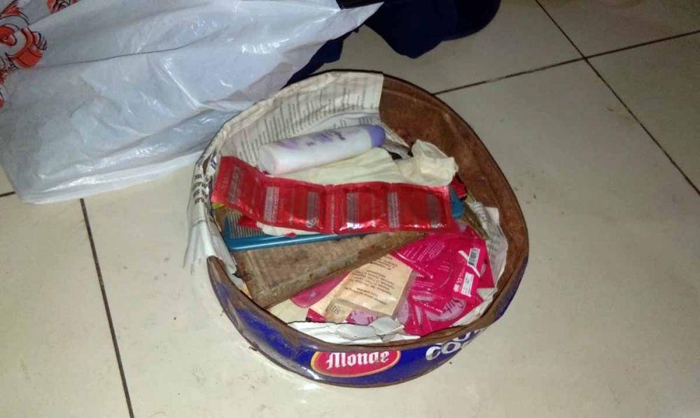 Sejumlah kondom dan lotion diamankan dari area Stasiun Wonokromo