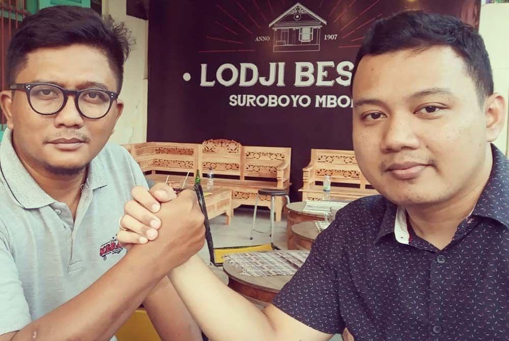 Kuncarsono Prasetyo (kiri), pengusaha kaus yang masuk bursa Pilwali Surabaya 2020