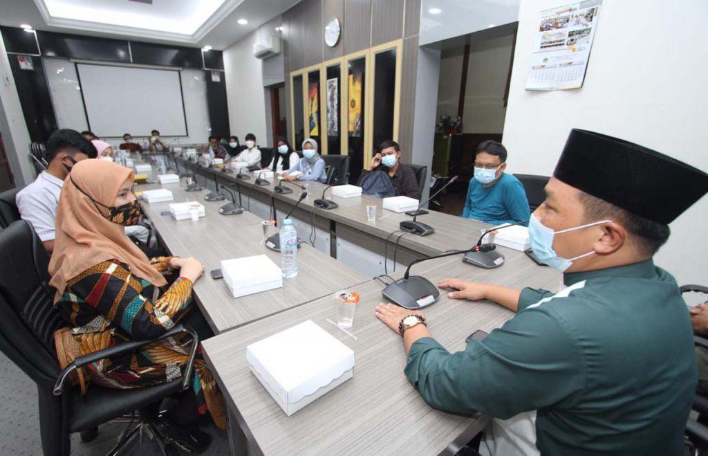 Para pelajar saat berada di Kantor DPRD Gresik