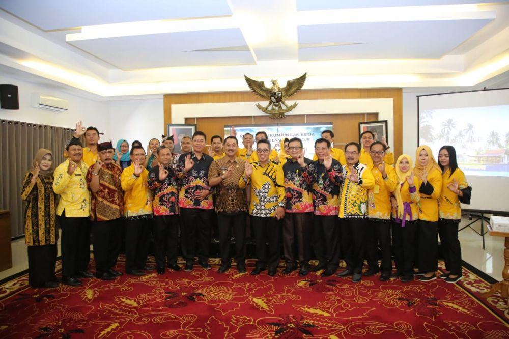 Rombongan dari Pemkab Lampung Timur saat diterima Wabup Banyuwangi Yusuf Widyatmoko dan jajarannya