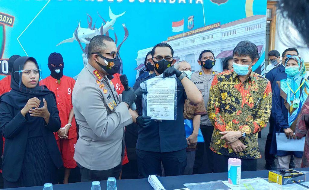 Satgas Anti Mafia Tanah Jogo Suroboyo (Samata Joyo) Polrestabes Surabaya membongkar praktik mafia tanah libatkan tiga tersangka