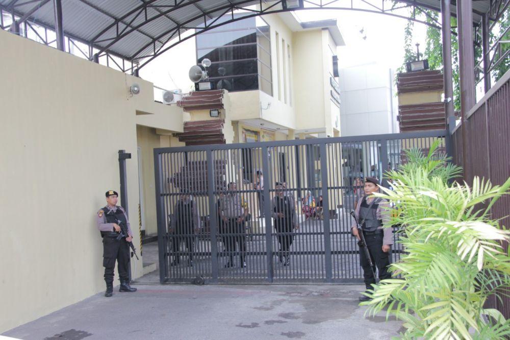 Mapolrestabes Surabaya diperketat pascaledakan bom di Polrestabes Medan