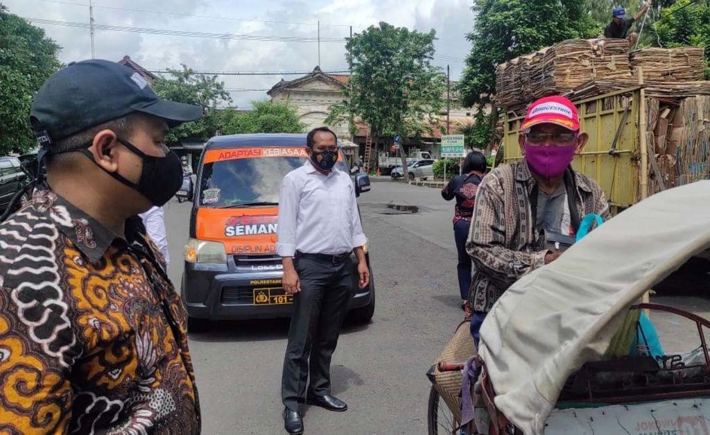 Salah satu potret aktivitas Mobil Senyum Polrestabes Surabaya
