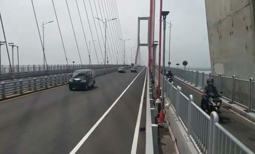 Suasana Jembatan Suramadu