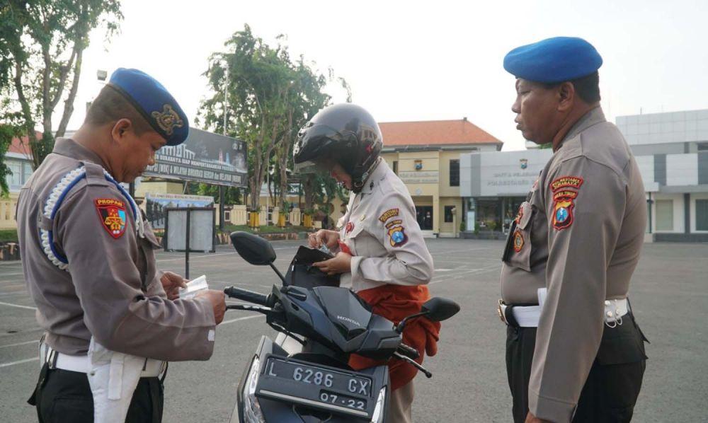 Operasi Penegakan Kedisiplinan oleh Sipropam Polrestabes Surabaya