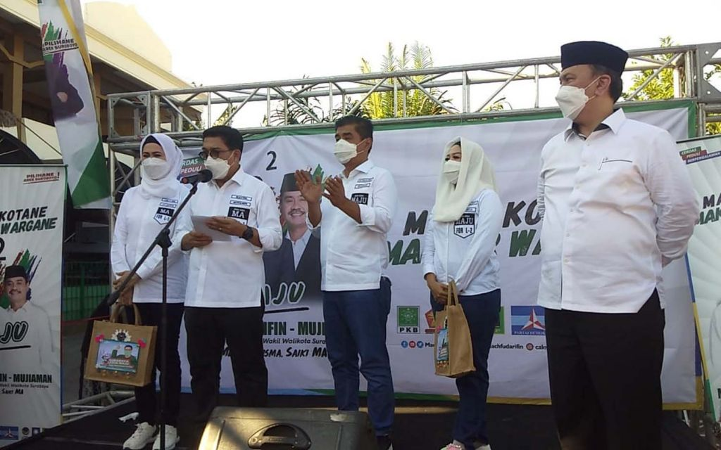 Paslon nomor urut 2, Machfud Arifin-Mujiaman orasi politik di dekat makam Raden Sawunggaling, Surabaya