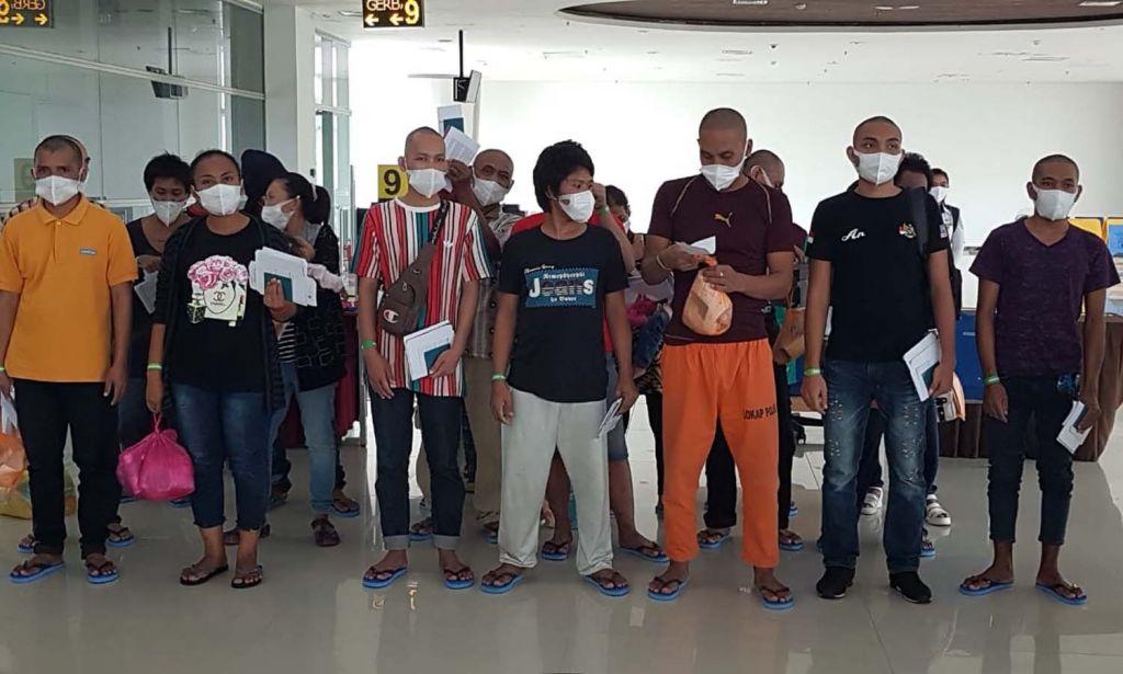 PMI asal Jatim yang dideportasi dari Malaysia melalui Embarkasi Juanda mendapat bantuan