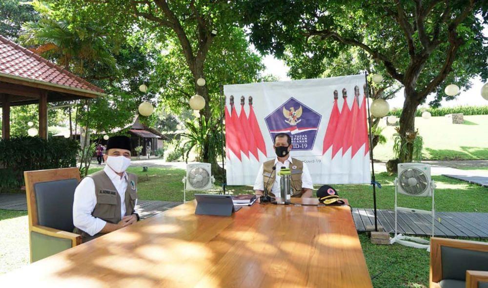 Ketua Gugus Tugas Percepatan Penanggulangan Covid-19 Doni Monardo dan Bupati Banyuwangi Abdullah Azwar Anas