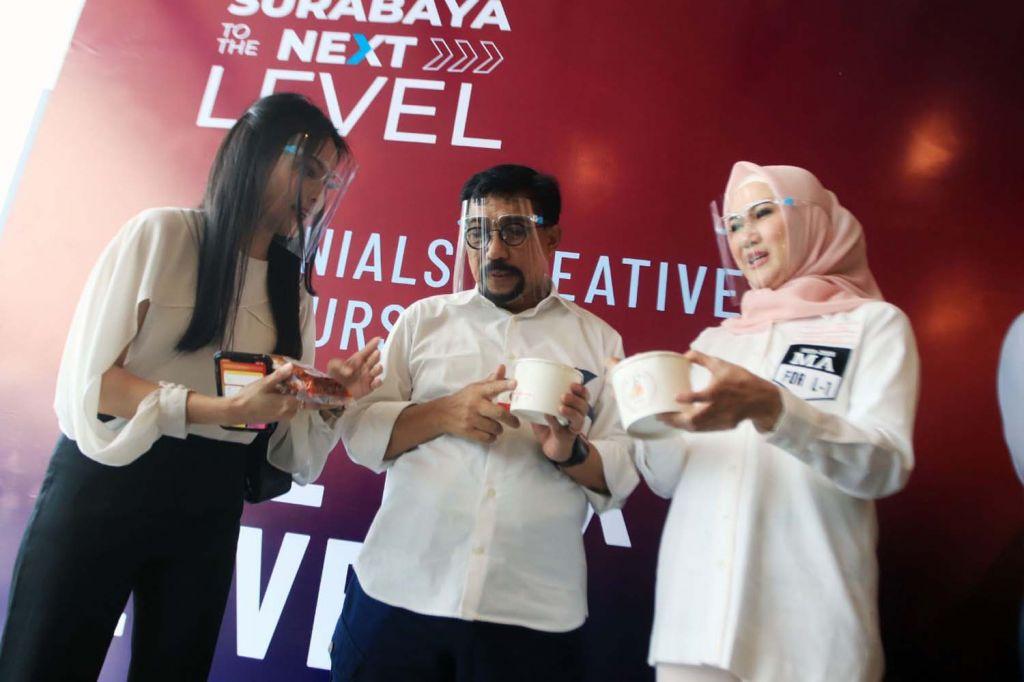 Machfud Arifin dan Ny Lita, istrinya saat bertemu para influencer Surabaya