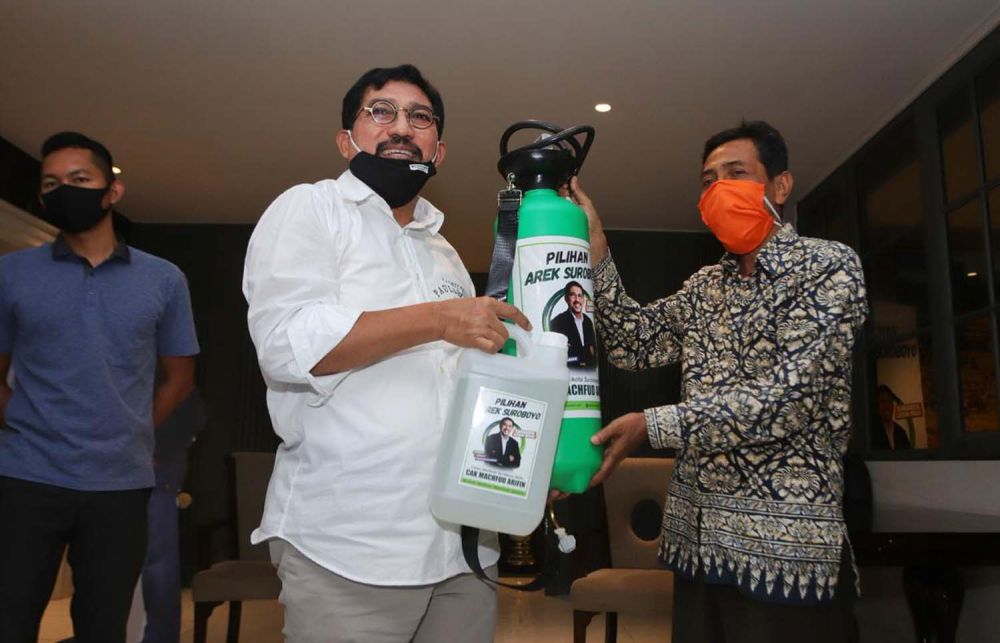 Calon Wali Kota Surabaya Machfud Arifin memberikan bantuan untuk panti asuhan dan anak-anak yatim di Surabaya
