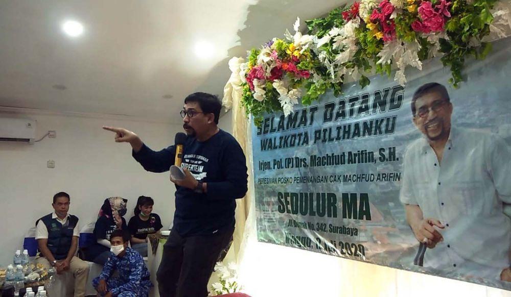 Calon Wali Kota Surabaya Irjen  Pol (Purn) Machfud Arifin saat menghadiri peresmian Posko Pemenangan Cak Machfud Arifin di Jalan Demak, Surabaya