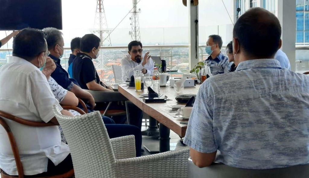 Cawali Machfud Arifin saat berbincang dengan para pengusaha di Surabaya
