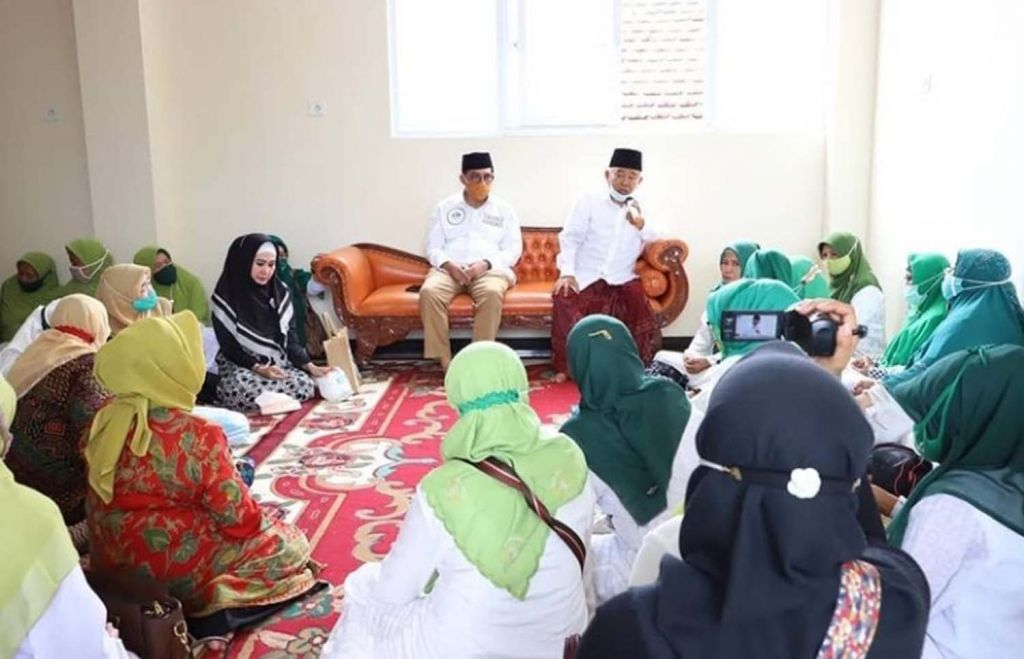 Calon Wali Kota Surabaya Machfud Arifin saat bersilaturahmi ke Kiai Asep Saifuddin Chalim
