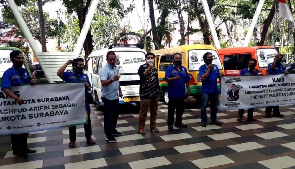 Komunitas Angkutan Kota Surabaya menggelar deklarasi dukungannya untuk Machfud Arifin