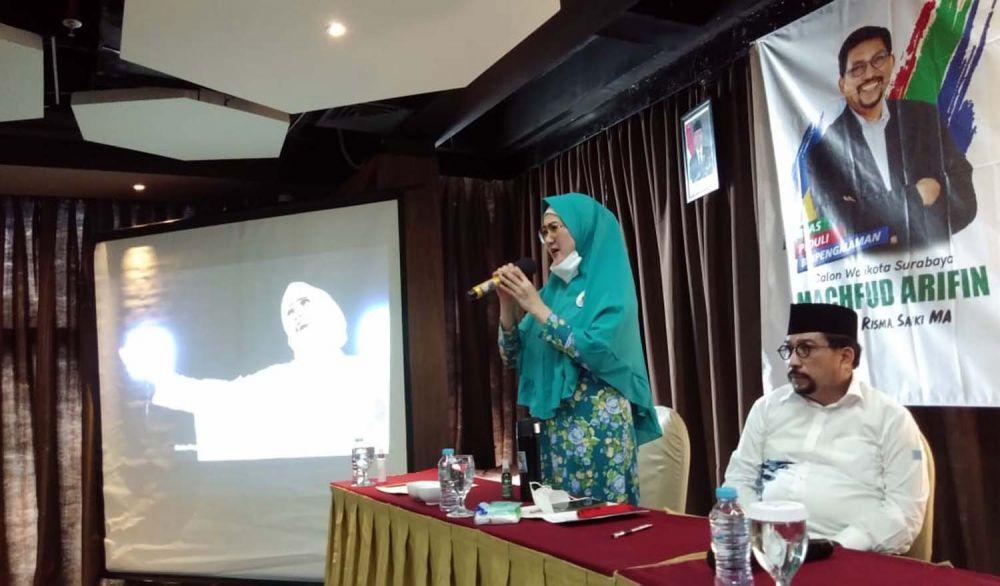 Ny Lita Machfud Arifin saat bersalawat bersama Muslimat NU se Surabaya