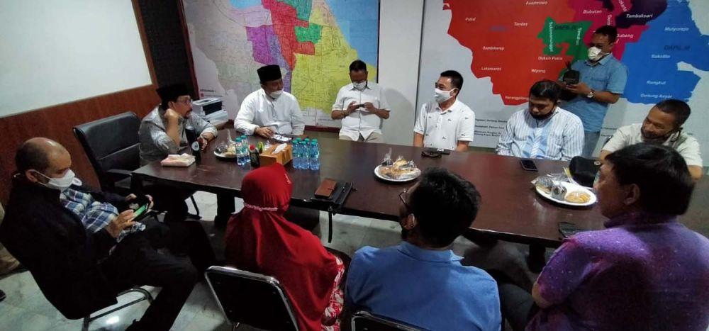Cawali Machfud Arifin saat berdiskusi bersama Paguyuban Pedagang Pasar Turi Surabaya