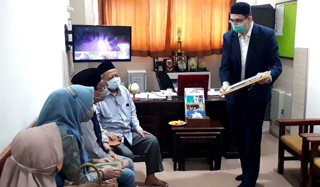 Machfud Arifin dan Ny Lita istrinya bersilaturami ke Ponpes Tahfidz Sulaimaniyah di Surabaya