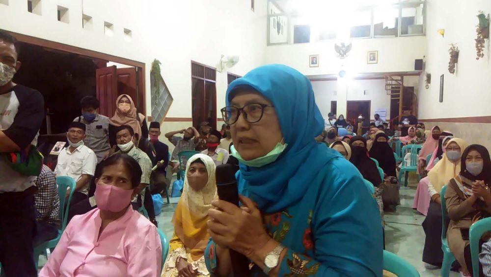 Ibu Basuki Rahmat, perwakilan dari kelompok ibu-ibu pengajian di Kelurahan Tembok Dukuh