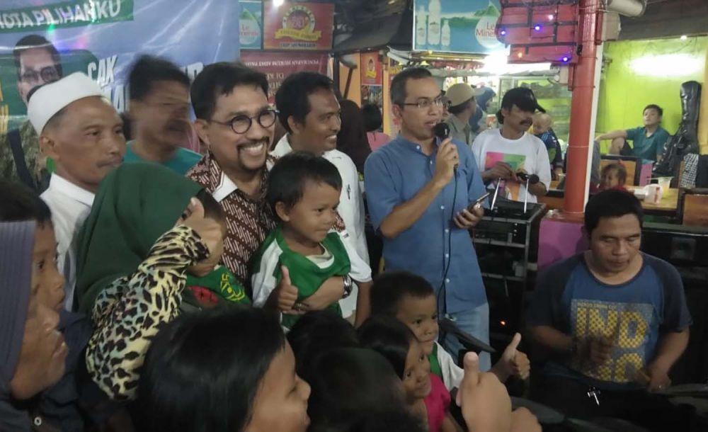 Machfud Arifin berinteraksi dengan warga Keputran Kejambon, Surabaya