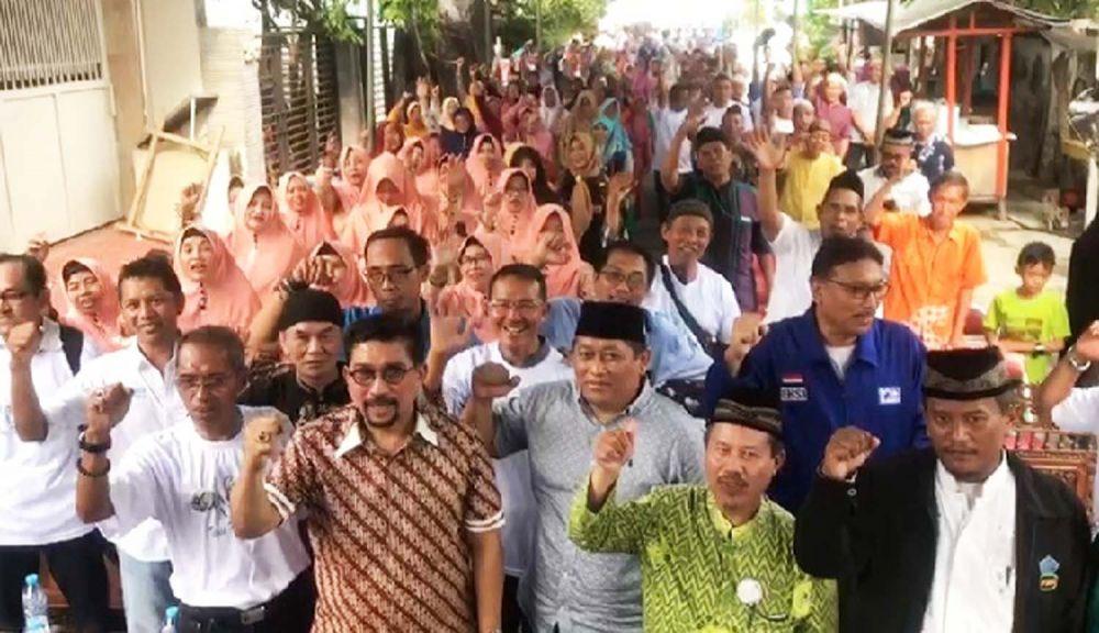 Machfud Arifin saat menyapa warga Margorejo, Wonocolo, Surabaya
