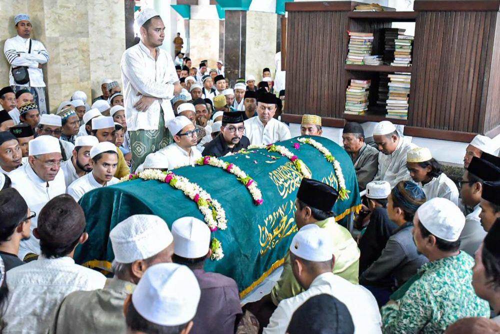 Machfud Arifin ikuti proses pemakaman KH Ubaidillah