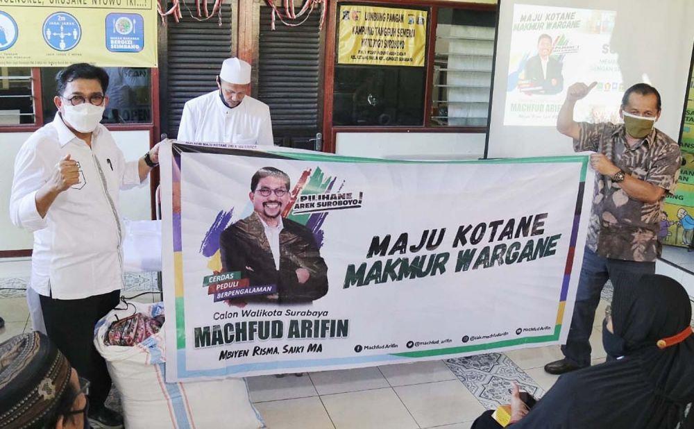 Calon Wali Kota Surabaya Machfud Arifin saat menyapa warga di Kedung Baruk, Rungkut