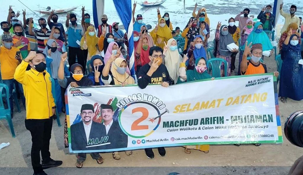 Cawali Surabaya Machfud Arifin menyapa warga kampung nelayan Jalan Kejawan Putih Tambak, Kelurahan Kenjeran, Kecamatan Bulak