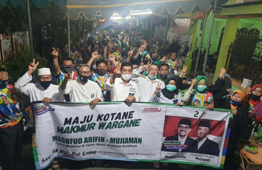 Cawawali Surabaya Mujiaman Sukirno bersama warga RW 6, Kelurahan Pacarkeling, Kecamatan Tambaksari