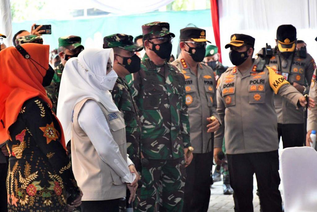 Panglima TNI Marsekal Hadi Tjahjanto saat meninjau penerapan aplikasi Silacak di Mojokerto