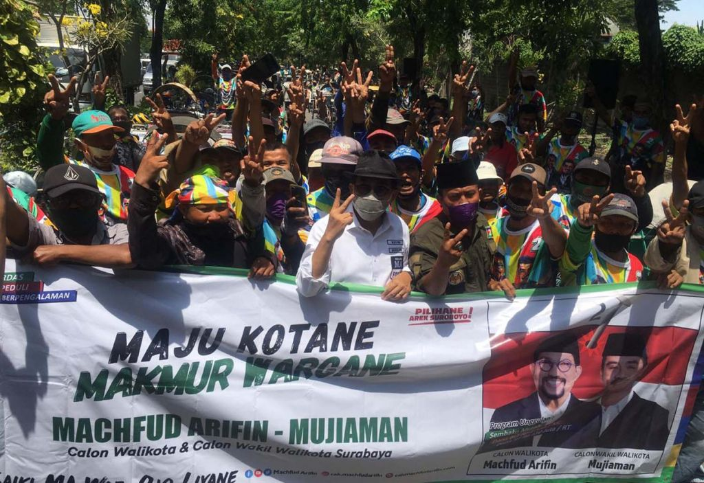 Para penarik bentor di Surabaya dukung Machfud Arifin-Mujiaman