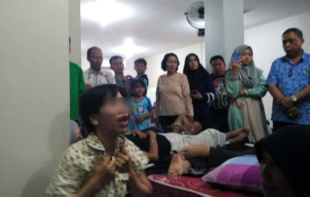 Widia, salah satu pasien Ningsih Tinampi bertingkah aneh saat kesurupan