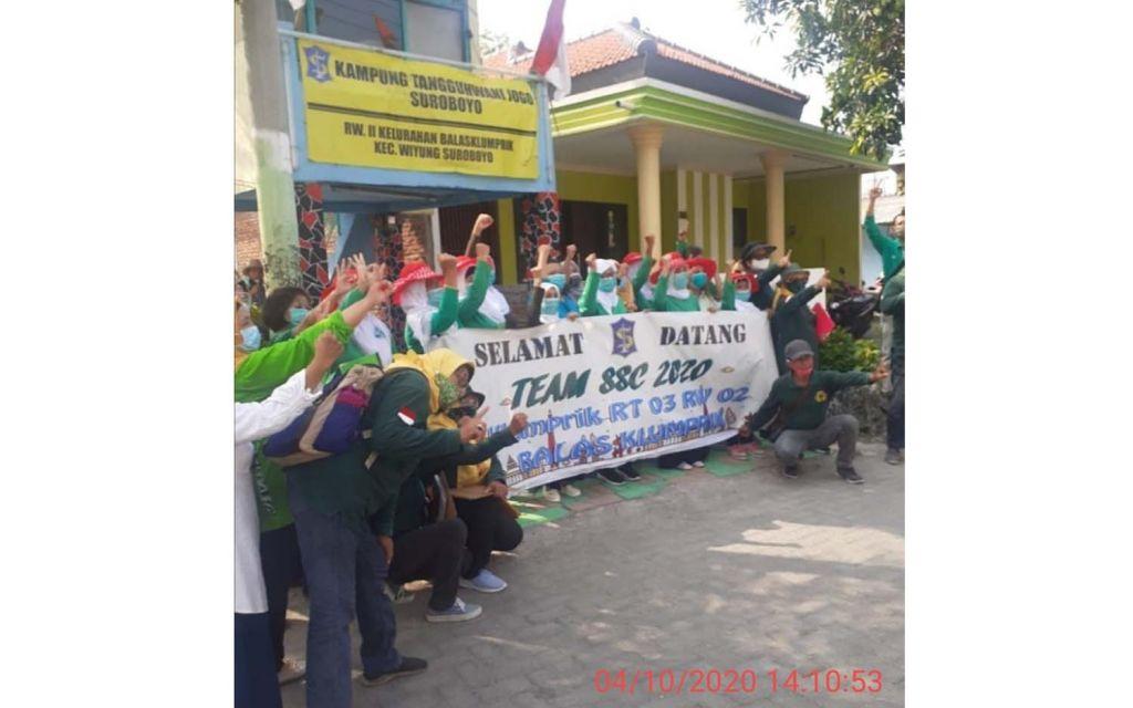 Tim SSC 2020 saat berada di salah satu peserta di wilayah Wiyung, Surabaya