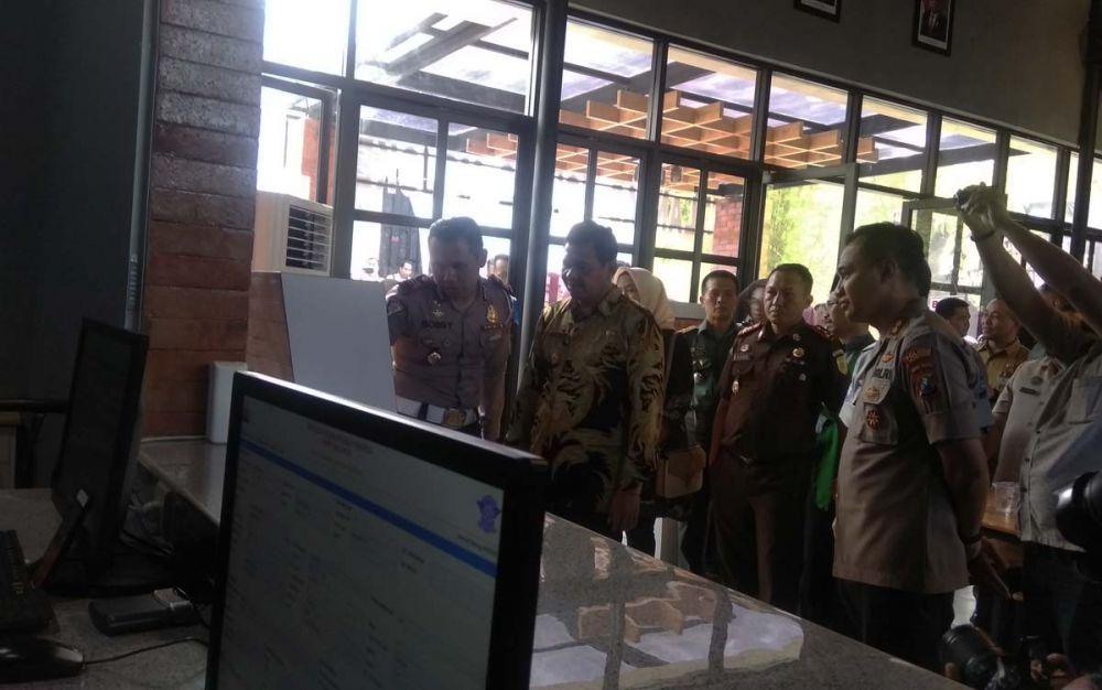 Kapolres Mojokerto AKBP Setyo Koes Heriyatno meresmikan sarana pelayanan kepolisian di Ngoro Industri Plant