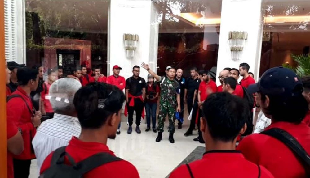 Pemain dan ofisial Persija di Hotel Java Paragon, Surabaya sebelum berangkat ke Stadion Gelora Delta Sidoarjo