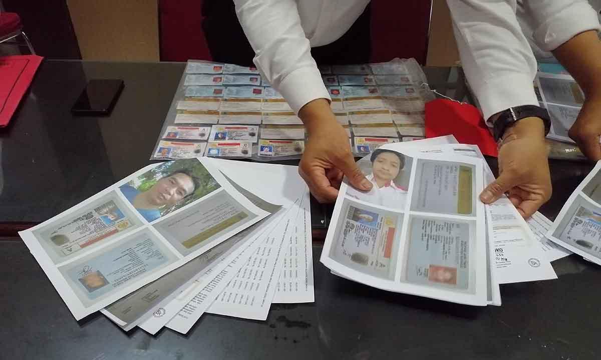 Begini Cara Suami Istri Memproduksi Dokumen Palsu Untuk Kredit Online