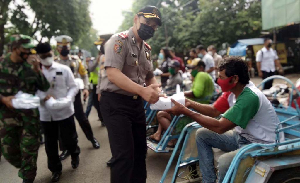Pembagian takjil gratis serentak di Mojokerto